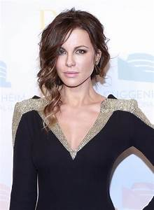 Kate Beckinsale's gold shoulders|Lainey Gossip Lifestyle  Kate