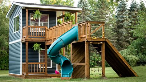 who played in house we would totally live in this playhouse a built for