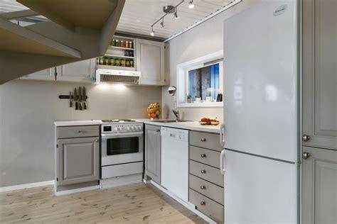retaper armoire de cuisine relooking cuisine bois en 18 photos avant après