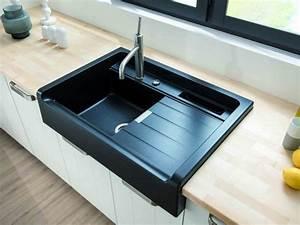 Évier noir encastré dans plan de travail en bois | kitchen ...