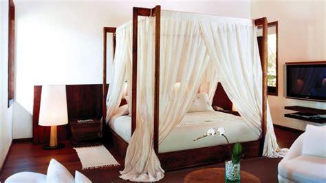 canapé en teck gt lit en bois une chambre qui a du style westwing