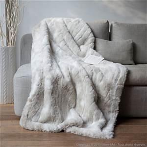 Couverture Polaire Ikea : plaid fausse fourrure ikea table de lit ~ Teatrodelosmanantiales.com Idées de Décoration