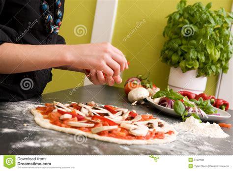 cuisine faite maison pizza italienne faite maison de type photos stock image