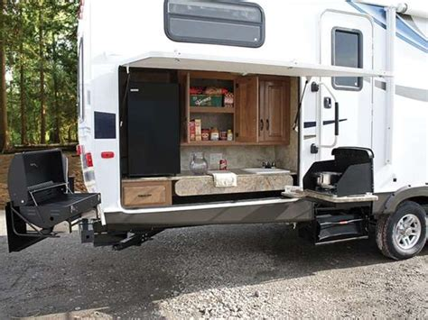 Rvs With Amazing Outdoor Entertaining & Kitchens