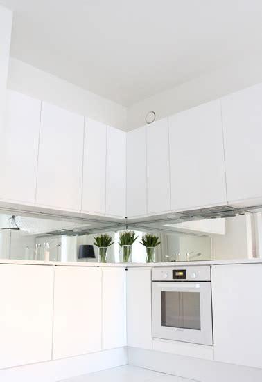 credence cuisine blanche déco cuisine blanche et crédence miroir