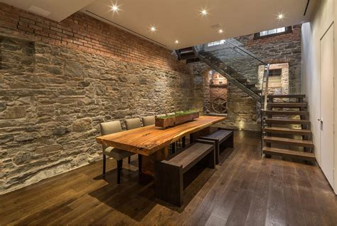 Narrow Moden Dining Room Design With Oak Dining Table