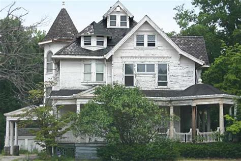 prime  renovation save   house ohio queen