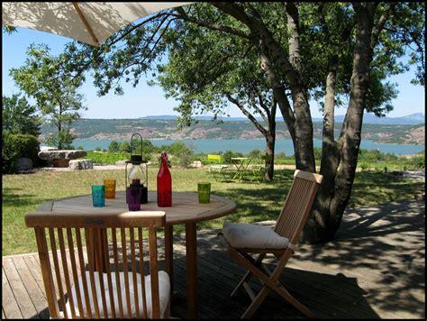 chambre d hotes roussillon gîte rural de charme au bord du lac du salagou à liausson