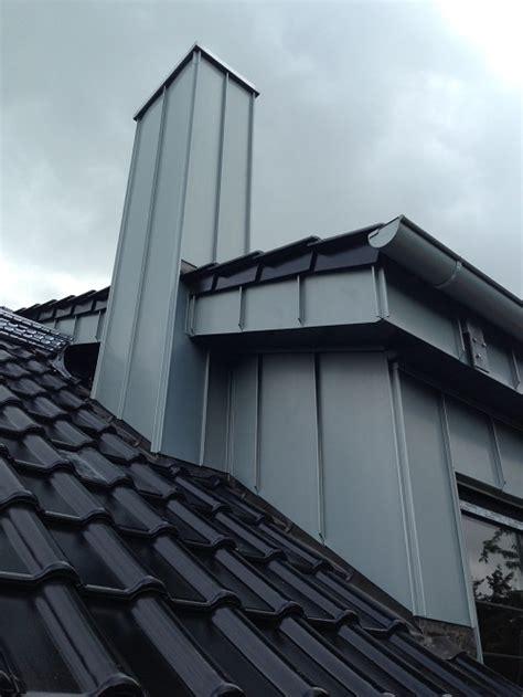 Dachüberstand Verkleiden Zink by Zink Stehfalz Vorbewittert Zhg Holz Dach