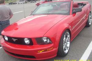 File:'05-'09 Ford Mustang GT Convertible (Les chauds vendredis '10).jpg - Wikimedia Commons
