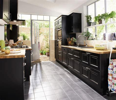 modele cuisine noir et blanc une cuisine pour une déco lumineuse travaux com