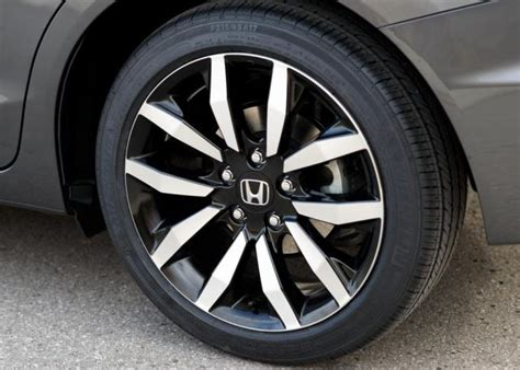 2013-honda-civic-wheels.jpg