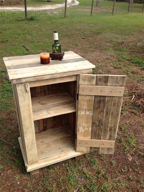 Pallet Kitchen Coffee Cup Holder   Pallet Furniture Plans
