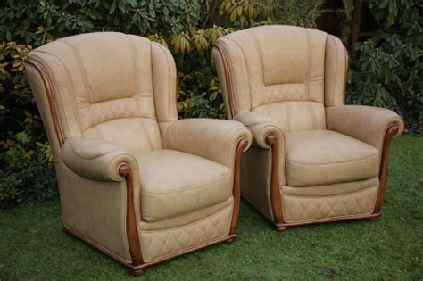 A Gemalinea Italian Leather Chesterfield Wing-back 3 Piece