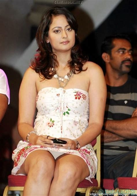 Celebrity Oops Bollywood Upskirt Picture