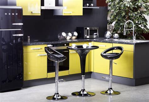 meuble cuisine jaune decoration pour cuisine jaune