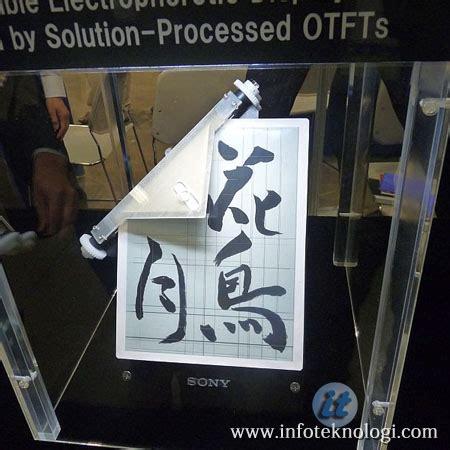 dunia teknologi sony mendemokan layar  paper