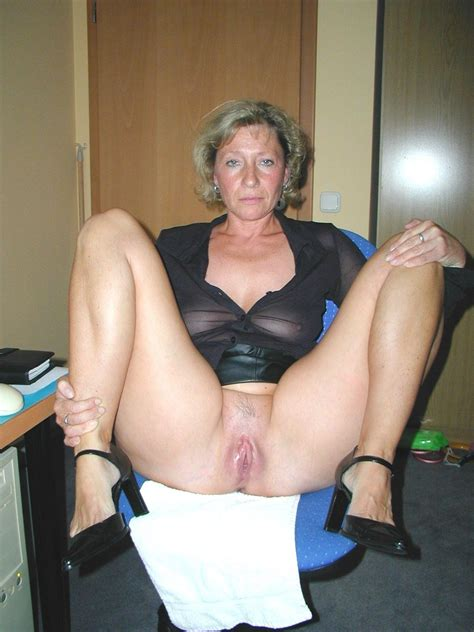 Older Blonde Woman Showing Her Mature Pussy BlackBoxxx
