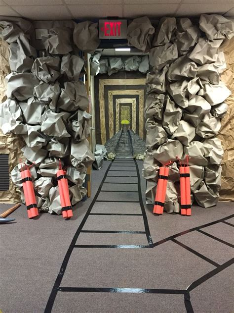 Decorating Ideas For Cave Quest Vbs by The 25 Best Cave Quest Vbs Ideas On Cave