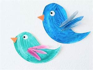 Vögel Basteln Zum Aufhängen : v gel aus pappteller basteln der familienblog f r kreative eltern ~ A.2002-acura-tl-radio.info Haus und Dekorationen