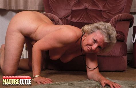 Mature Granny Showing His Naked Figure As Well As Shaved