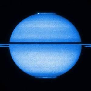 Hubble Films Auroras on Saturn
