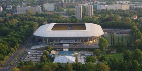 Sg dynamo dresden would become one of the main rivals of bfc dynamo, and the 1970s would largely belong to sg dynamo dresden, followed by 1. SG Dynamo Dresden - Glücksgas Stadium - Germany   Football ...