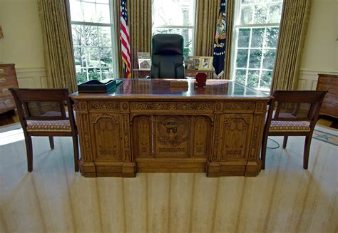 oval office desk you definitely don t these fascinating facts about