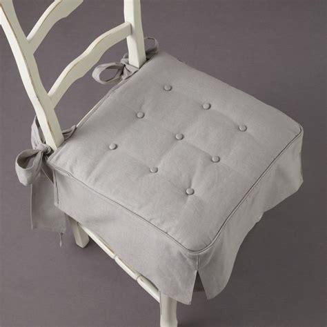 galette pour chaise galette de chaise volantée table de lit a roulettes