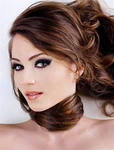 Short Brown Hairstyles With Carmel Highlights