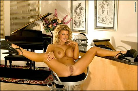 Sophia Rossi Gets Naked And Opens Her Legs Wide Of
