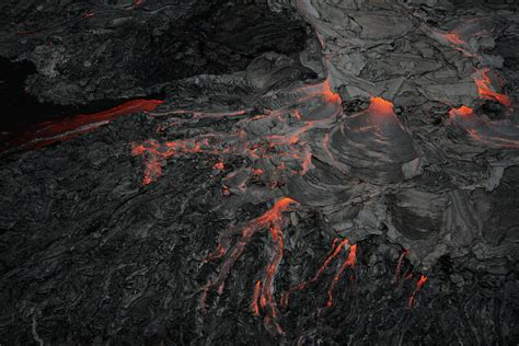 hawaii lava flow quite a show world report now
