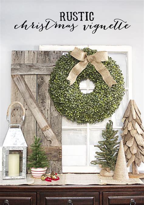 simple rustic christmas vignette   bountiful boxwood wreath wwwlivelaughrowecom