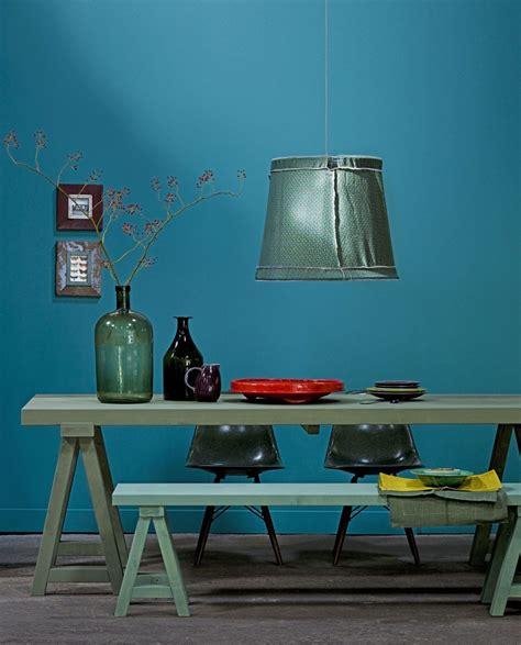 idee tapisserie cuisine la couleur de l 39 ée bleu paon ou bleu canard