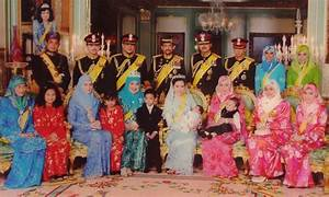 Hari Raya Tribute to the Royal Family