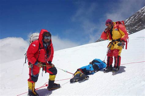 sherpa climber recounts     lease  life
