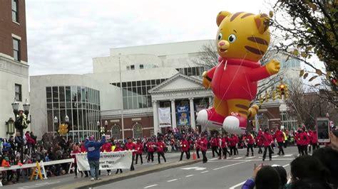 daniel tiger baloon  ubs parade spectacular youtube