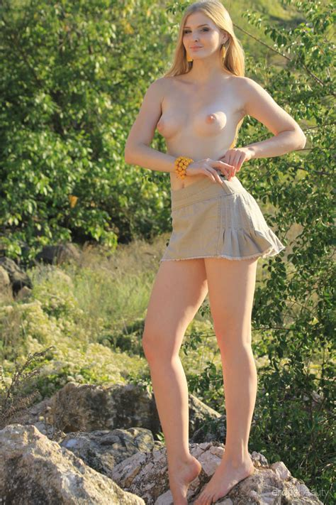 sweet outdoor girl tinaa gets naked in the woods to feel at one with nature