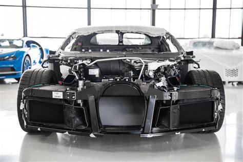 Markanın bu ara en gözde modeli olan bugatti chiron ise oldukça başarılı bir satış grafiği yakaladı. How the Bugatti Chiron is made - Roadshow