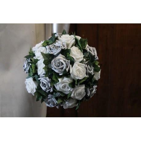 coussin alliances gris et bouquet de mariage blanc et gris argent avec roses