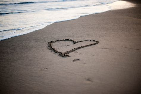 Widescreen Love Beach Full Screen Mood Wave Background