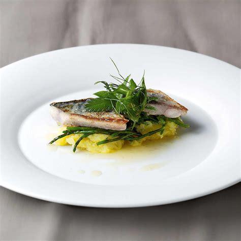 Gebratenes Makrelenfilet Auf Stampfkartoffeln Fisch