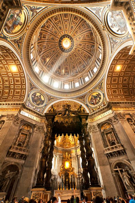 Michelangelo's Dome | The dome of St. Peter's rises to a ...