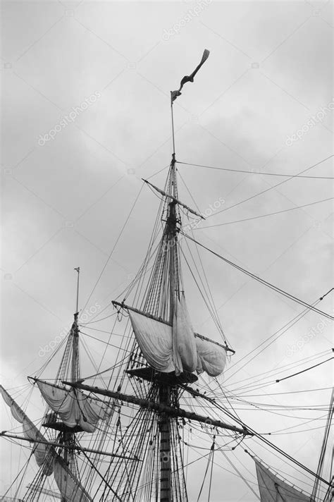 Crow nest of an old pirate sailboat — Stock Photo