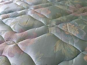 Enlever Tache Matelas Bicarbonate : comment nettoyer un matelas tach ~ Melissatoandfro.com Idées de Décoration