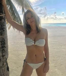 Liz Hurley Instagram: Ageless beauty flashes almighty ...
