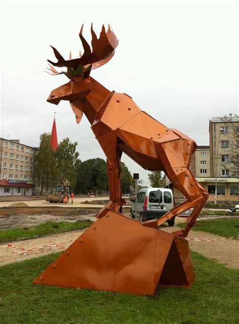 Jelgavas Ozolskvērā uzstādīts sešus metrus augsts alnis ...