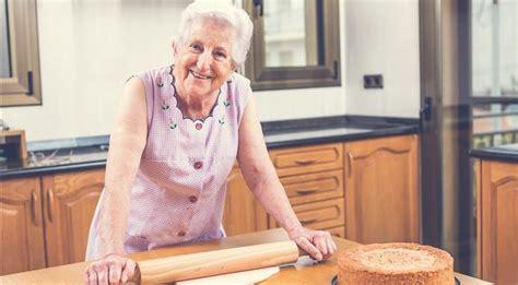 cuisiner a domicile le site lou papé permet de louer une grand mère pour
