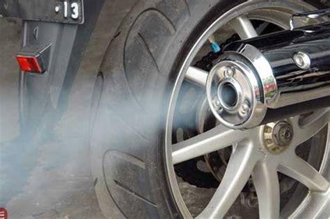 inilah penyebab timbulnya asap putih pada knalpot motor