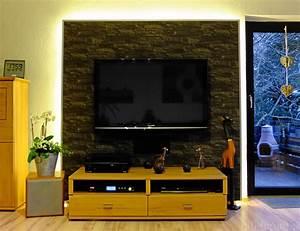 Fernseher Aufhängen Wand : stein tapete hinter fernseher ~ Michelbontemps.com Haus und Dekorationen